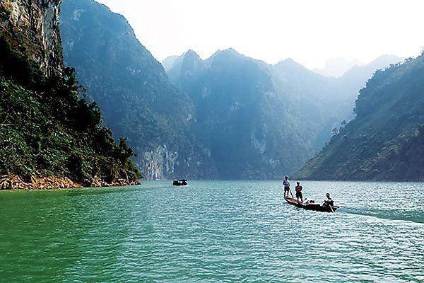 Phân tích hình tượng sông Đà trong Người lái đò sông Đà- Nguyễn Tuân