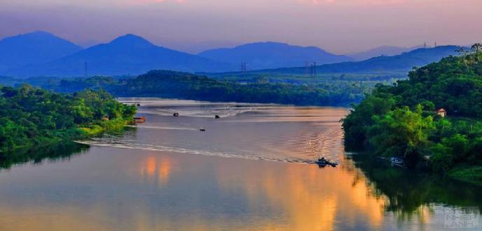 Cảm nhận vẻ đẹp của sông Hương ở vùng thượng nguồn / Ai đã đặt tên cho dòng sông