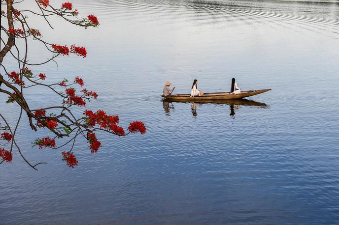 Cảm nhận vẻ đẹp sông Hương khi chảy vào thành phố HuếAi đã đặt tên cho dòng sông- Hoàng Phủ Ngọc Tường